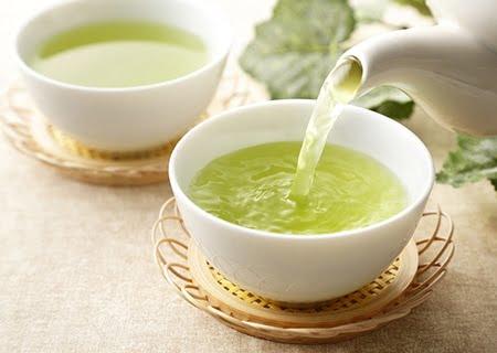 Chá verde sendo servido