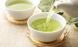 Chá-verde sendo servido