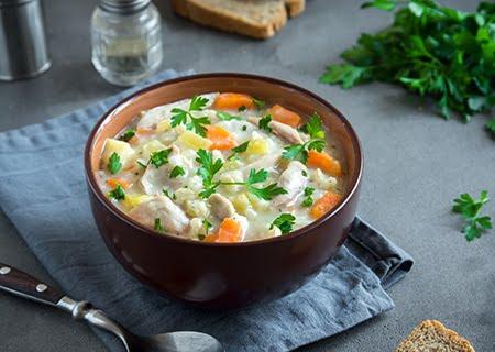 Bowl com sopa de legumes
