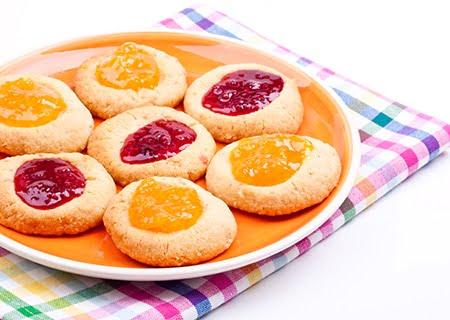 Prato com biscoitos