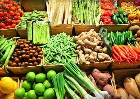 Bancada com diversos vegetais