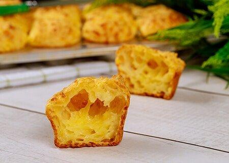 Fatia de bolo de pão de queijo