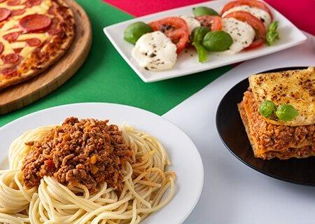 Pratos da culinária italiana, como macarrão e lasanha