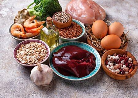 Alimentos ricos em selênio, como carnes e castanhas
